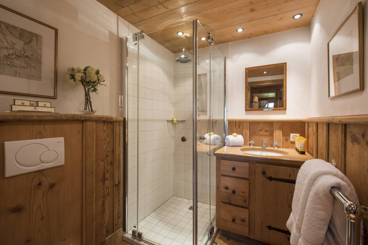 Guest shower room at Chalet Le Ti in Verbier