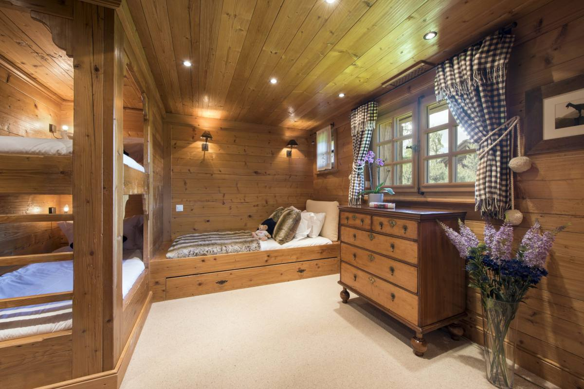 Quad bunk room at Chalet Le Ti in Verbier