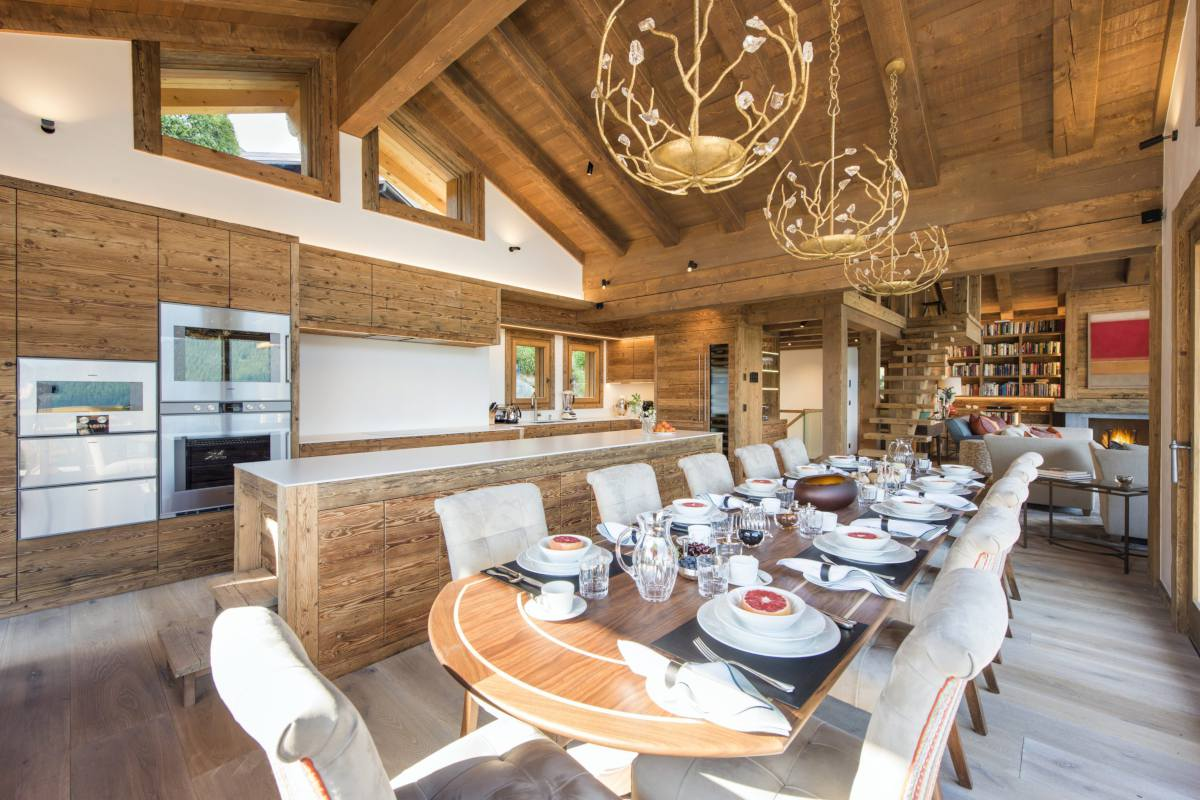Kitchen and dining table set for breakfast at Chalet Les Etrennes in Verbier