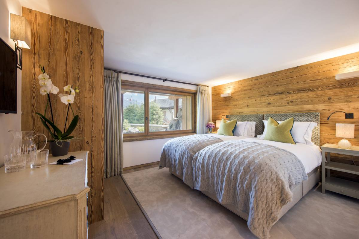 Double/twin bedroom at Chalet Les Etrennes in Verbier