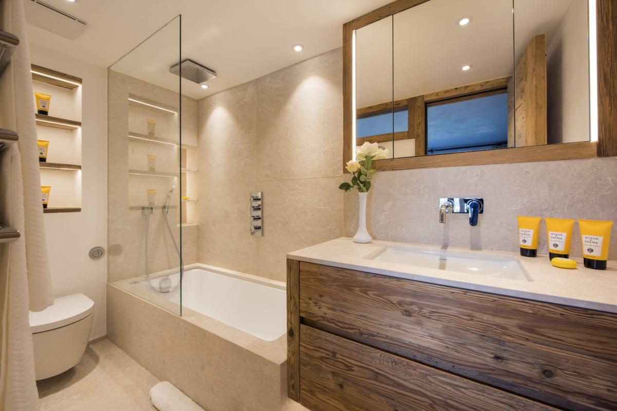 En suite bathroom at Chalet Les Etrennes in Verbier