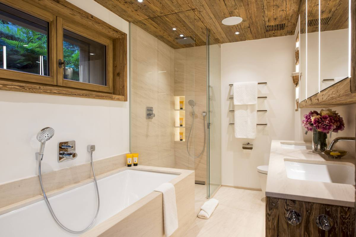 En suite bathroom with separate shower at Chalet Les Etrennes in Verbier