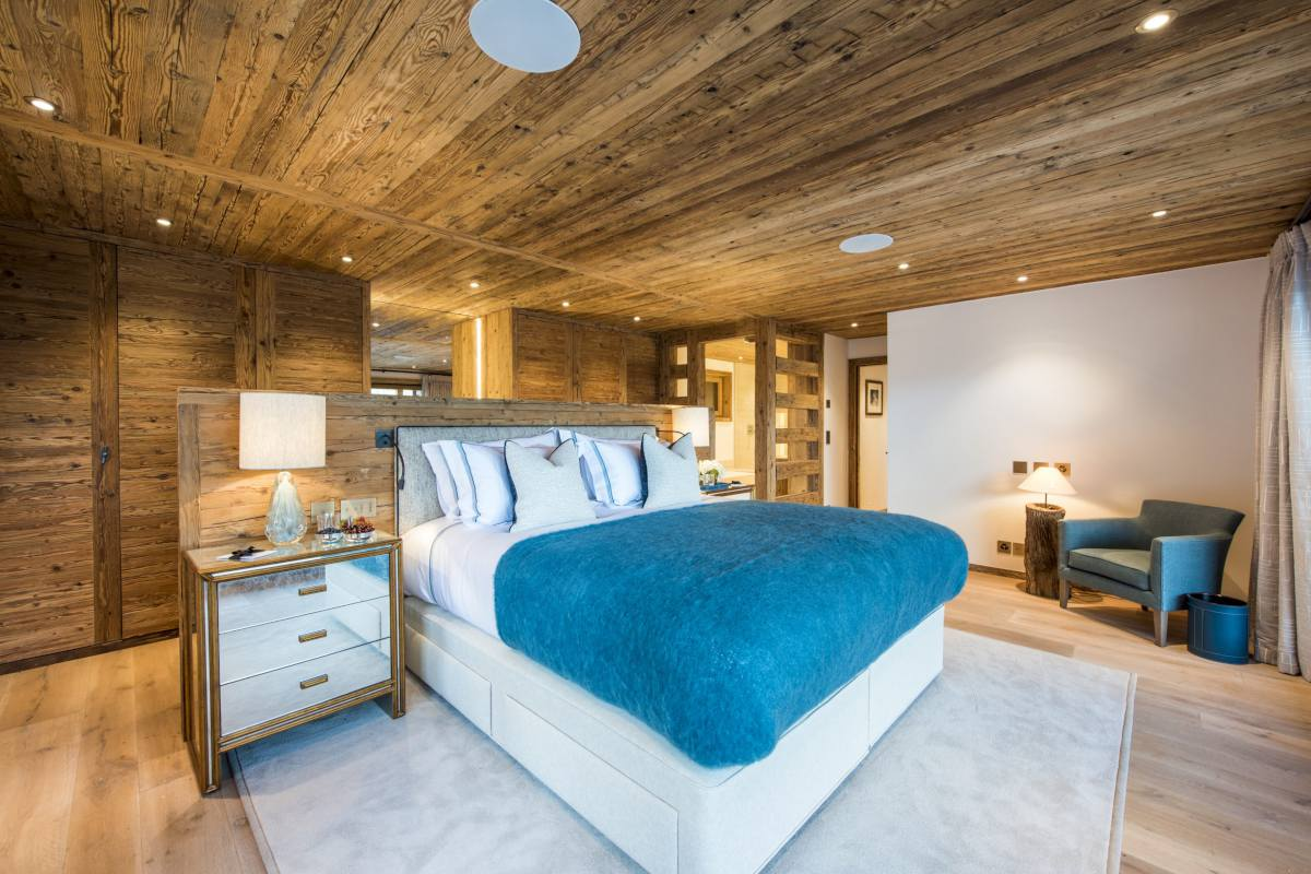 Master bedroom with view into en suite bathroom at Chalet Les Etrennes in Verbier