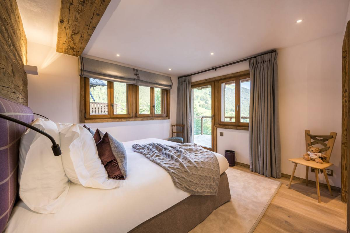 Second floor double bedroom with balcony access at Chalet Les Etrennes in Verbier