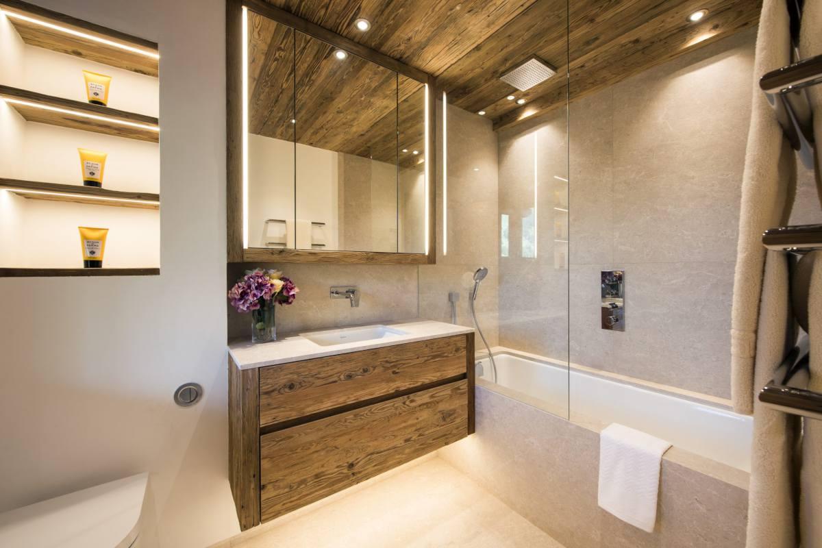 Second floor en suite bathroom at Chalet Les Etrennes in Verbier