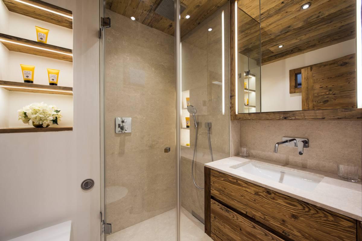 Second floor en suite shower room at Chalet Les Etrennes in Verbier