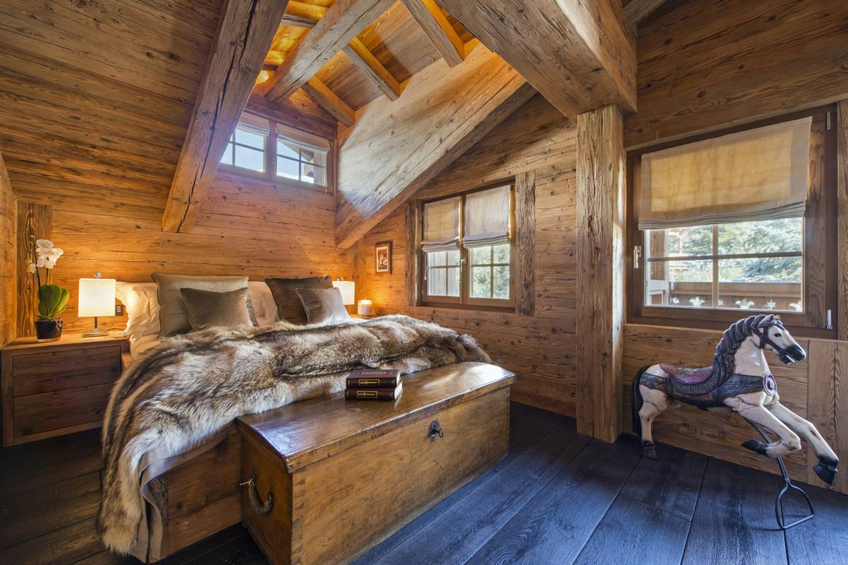 Double bedroom at Chalet Makini in Verbier