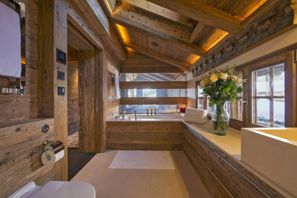 En suite bathroom at Chalet Makini in Verbier