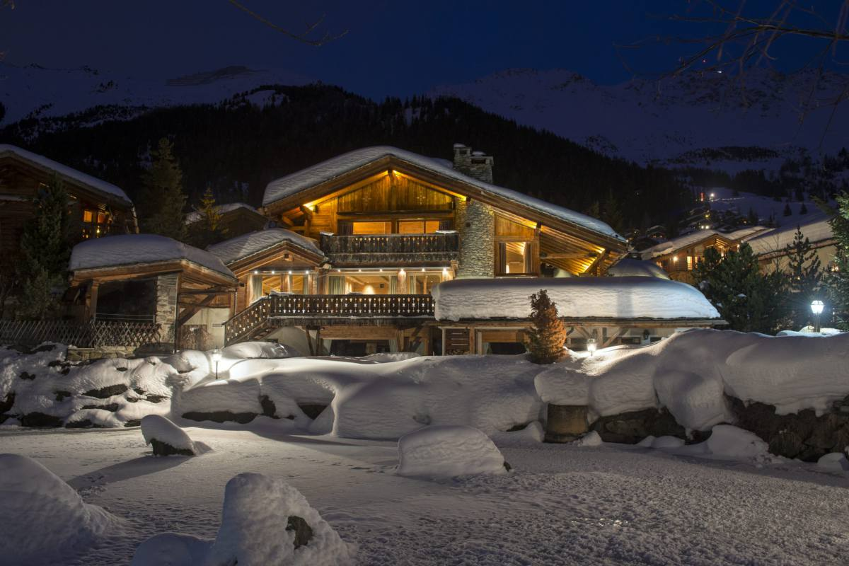 Exterior at night at Chalet Makini in Verbier