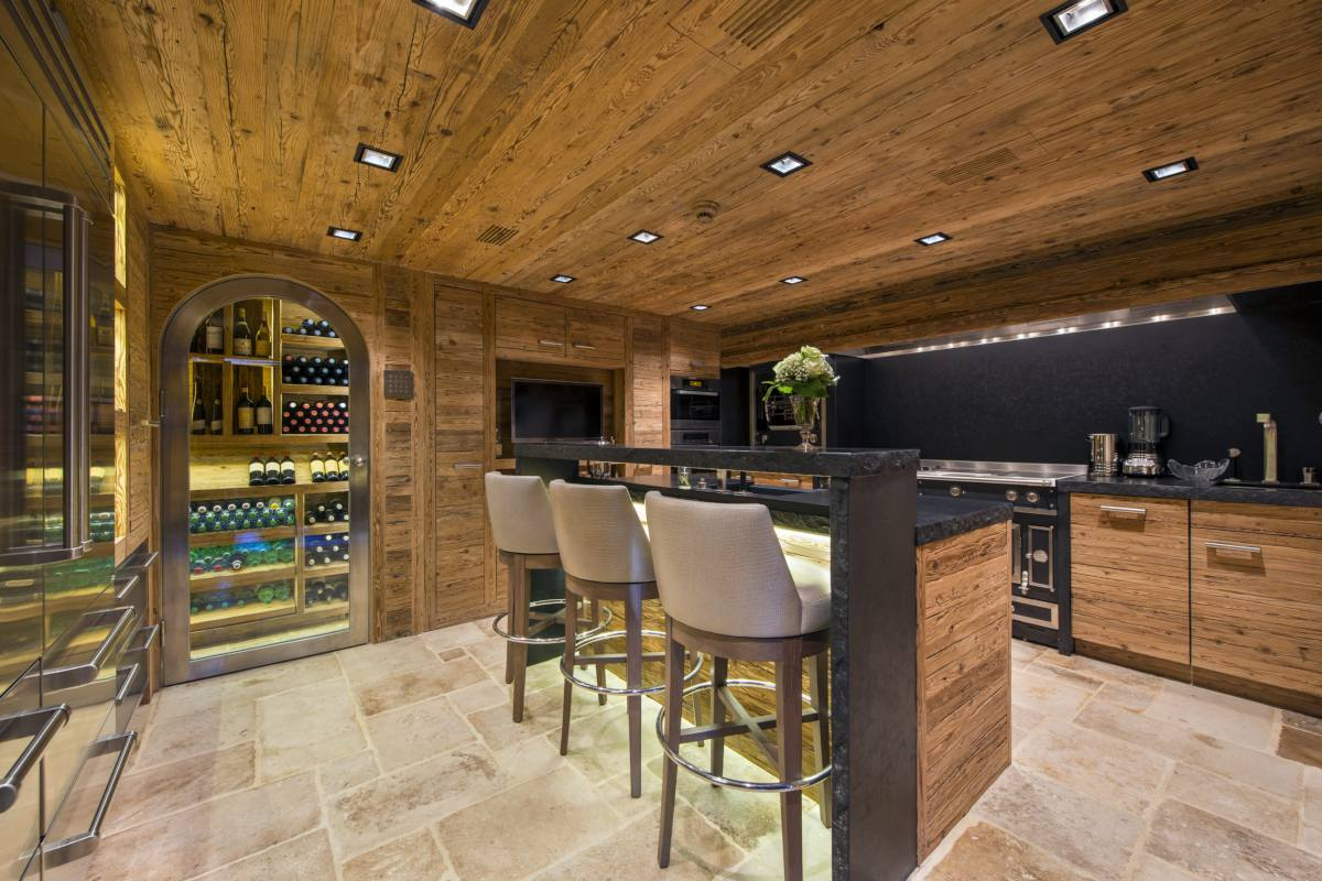 Modern kitchen with breakfast bar at Chalet Makini in Verbier