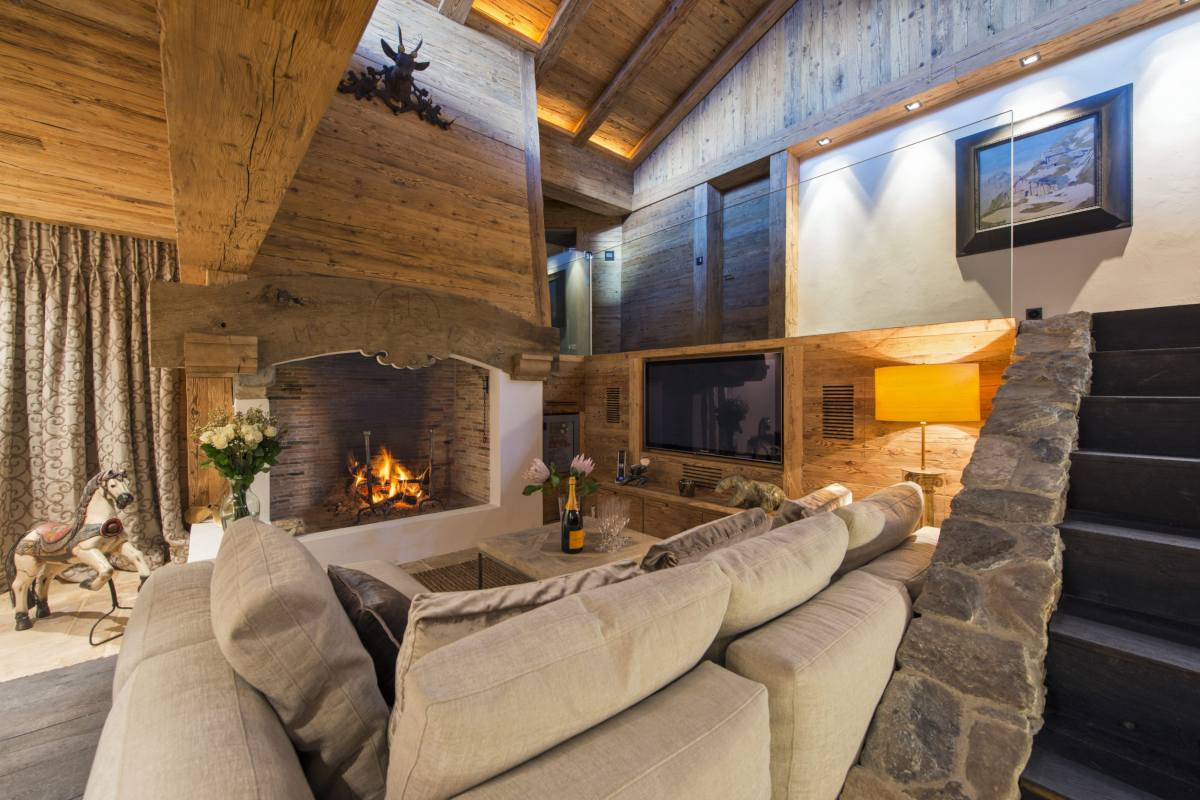 Sitting room with fireplace at Chalet Makini in Verbier