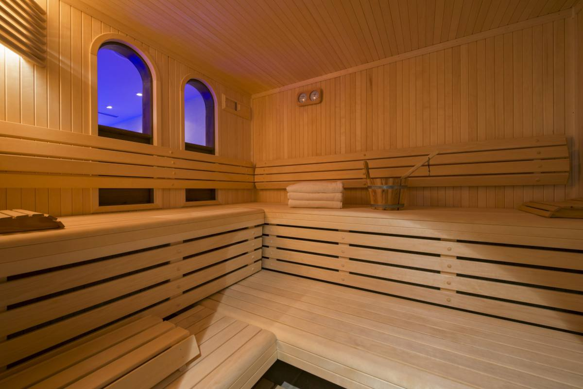 Spa area with sauna at Chalet Makini in Verbier