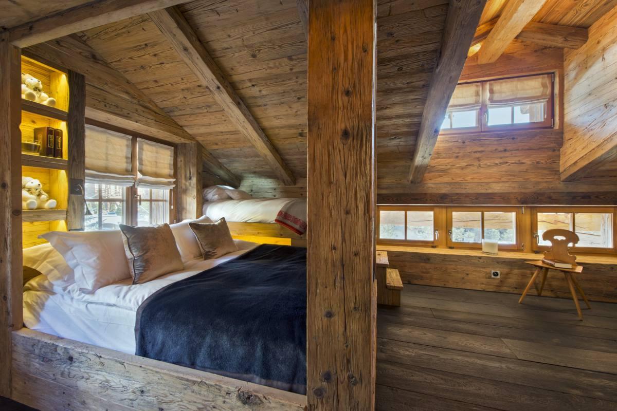 Triple bedroom at Chalet Makini in Verbier