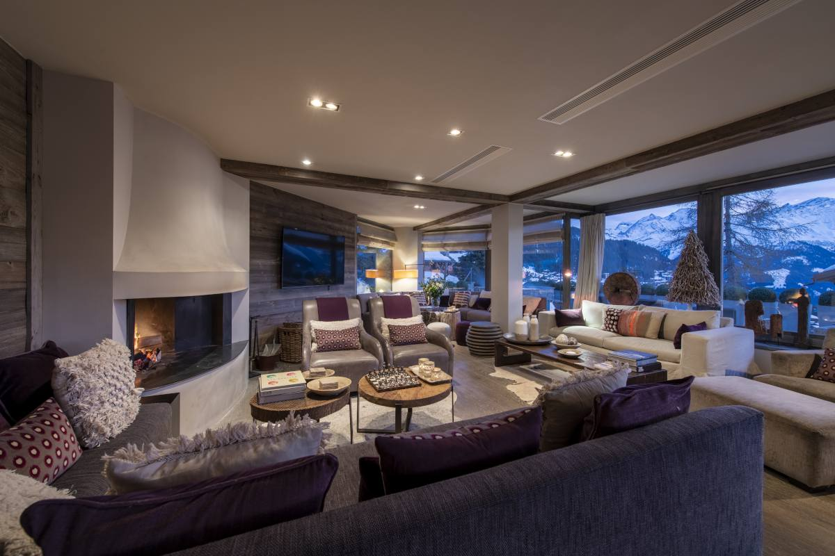 Living room with fireplace at No. 14 Verbier