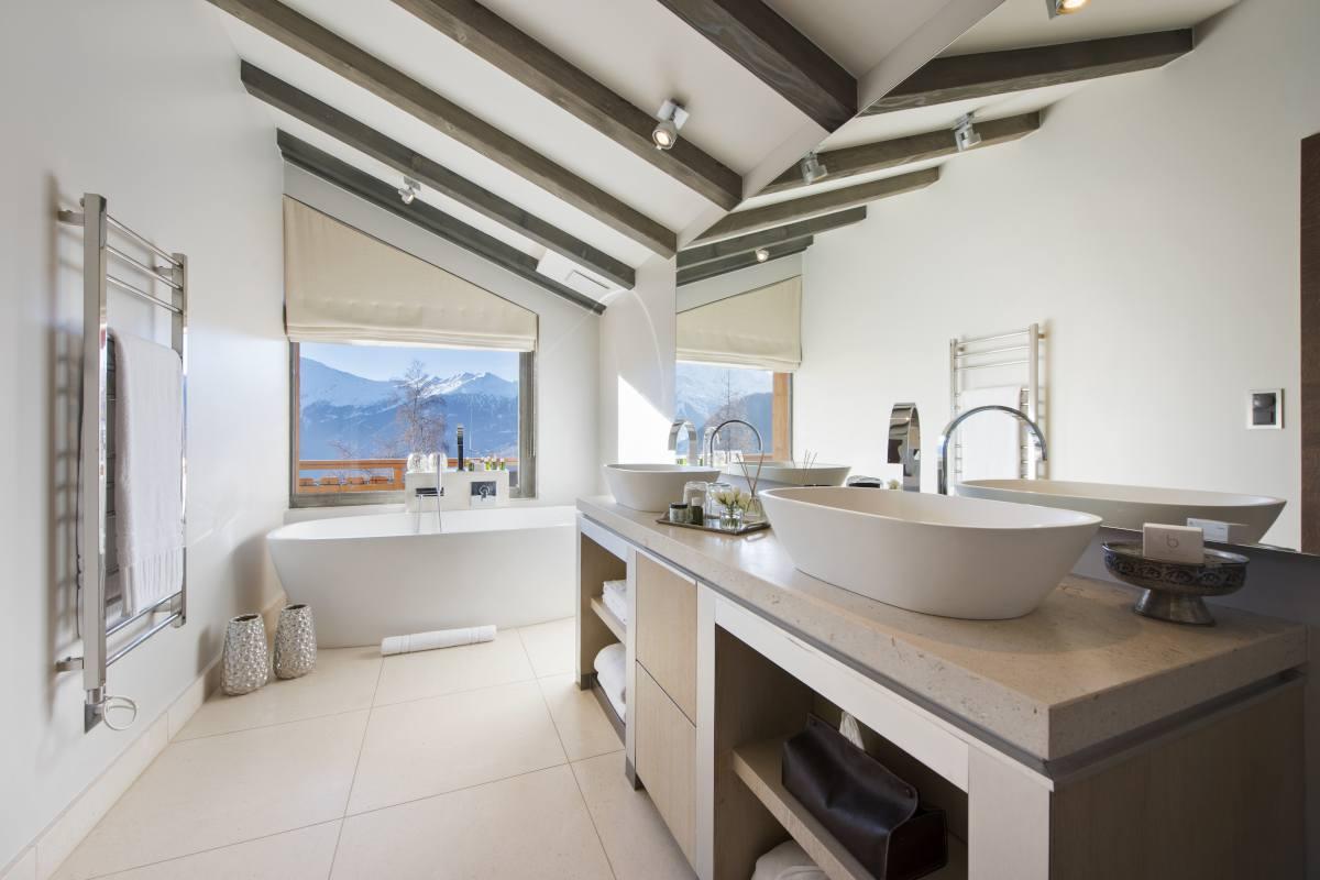 Master bathroom at No. 14 Verbier