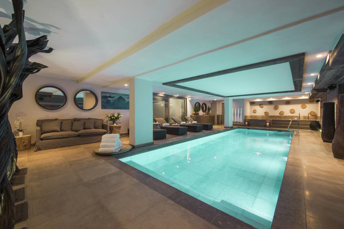 Spa with indoor swimming pool and relaxation area at No. 14 Verbier