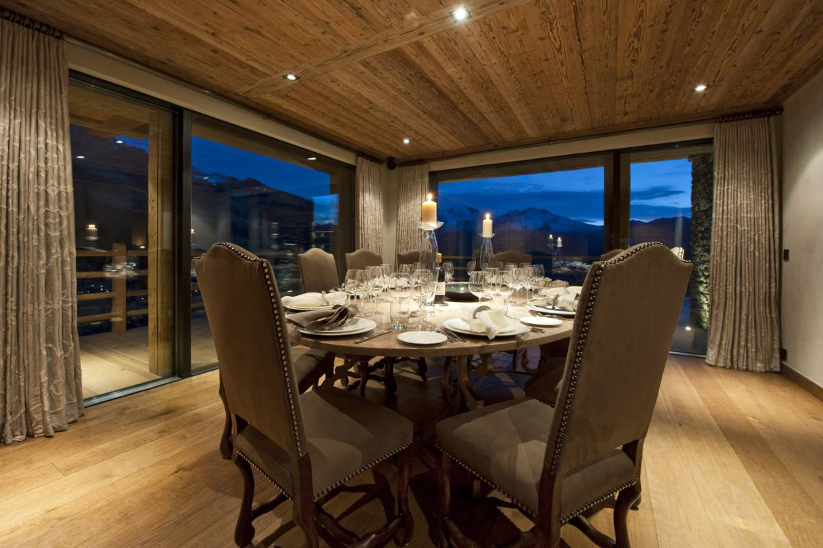 Dining area with mountain views at Chalet Norte in Verbier