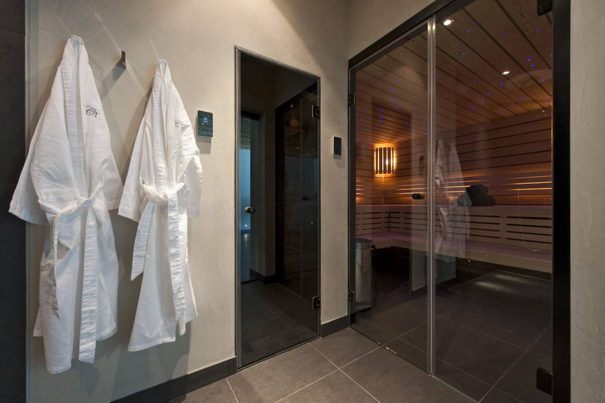 Spa area with sauna at Chalet Norte in Verbier