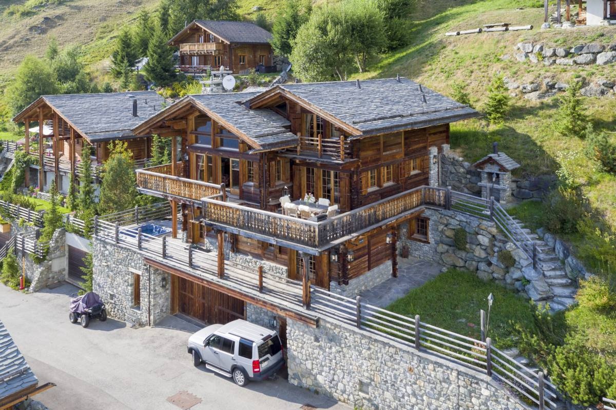 Front exterior in summer of Chalet Petit Ours in Verbier