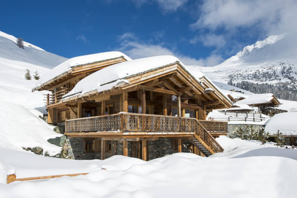Exterior view in winter of Chalet Sirocco in Verbier