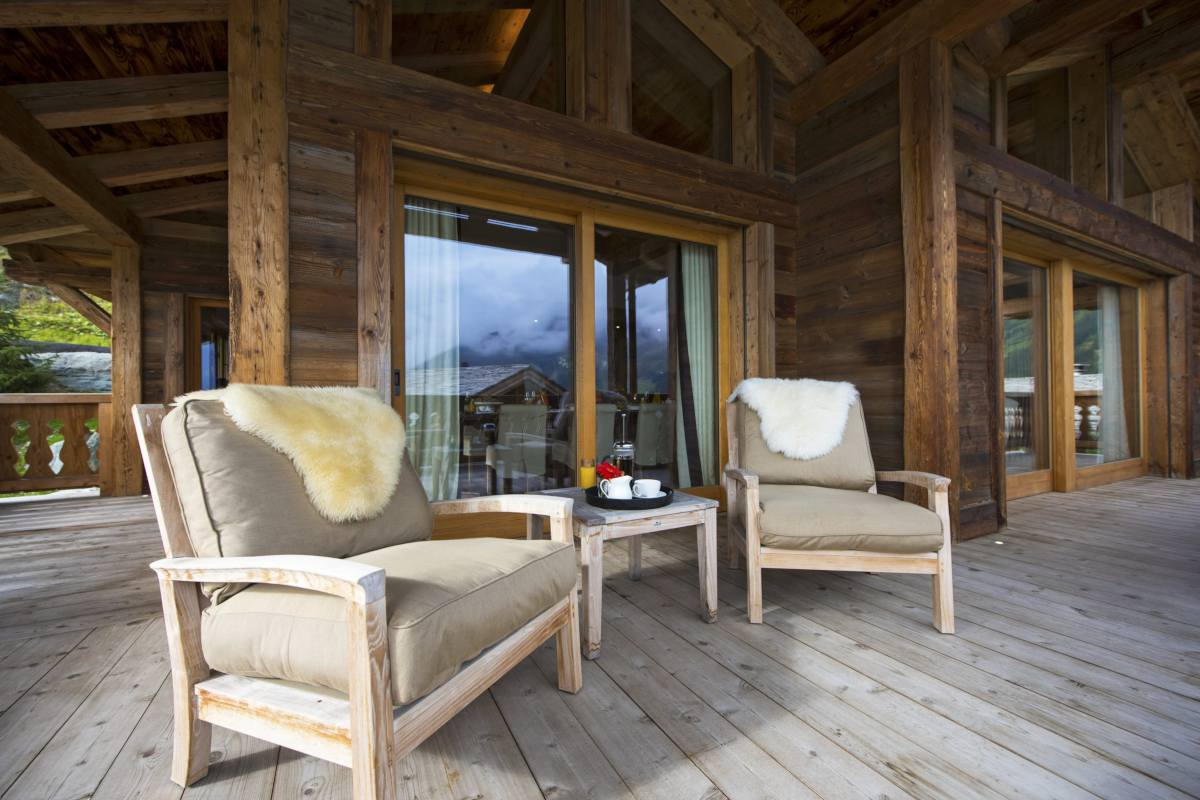 Furnished terrace at Chalet Sirocco in Verbier