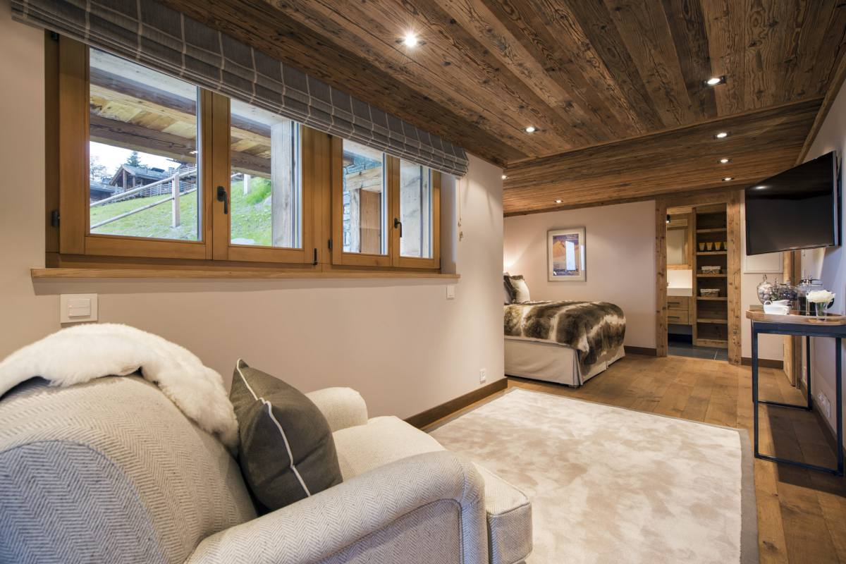 Sitting area in double bedroom at Chalet Sirocco in Verbier