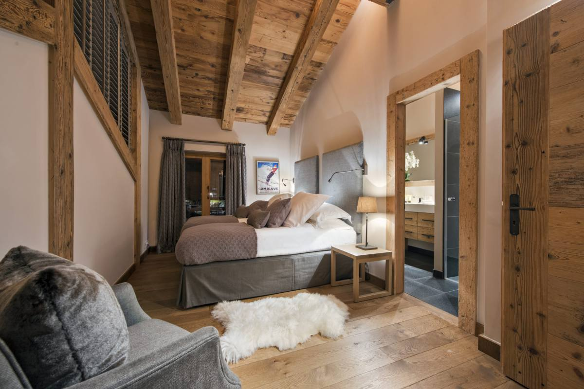 Double/twin bedroom at Chalet Sirocco in Verbier
