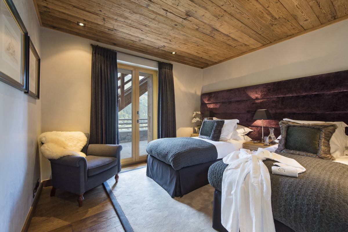 Twin/double bedroom with terrace access in Chalet Norte at The Alpine Estate in Verbier