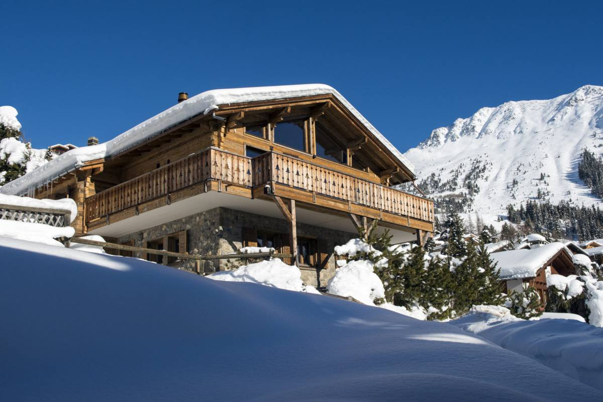 Exterior view in winter of Chalet Toundra in Verbier