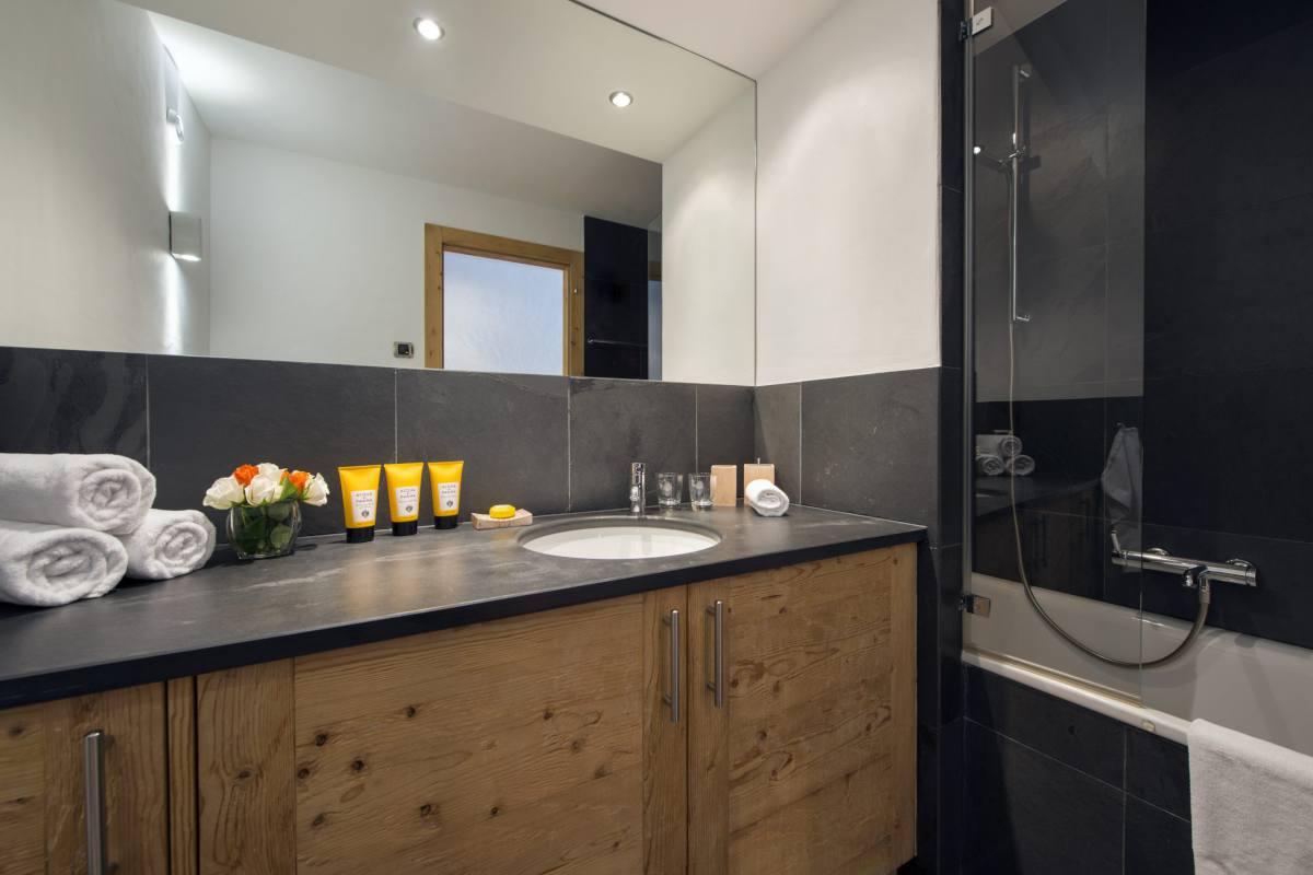 Double bedroom en suite bathroom at Apartment Victoria 111 in Verbier