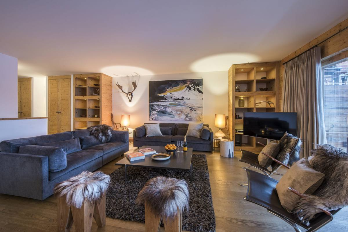 Comfortable sofas and TV in living area at Apartment Victoria 111 in Verbier