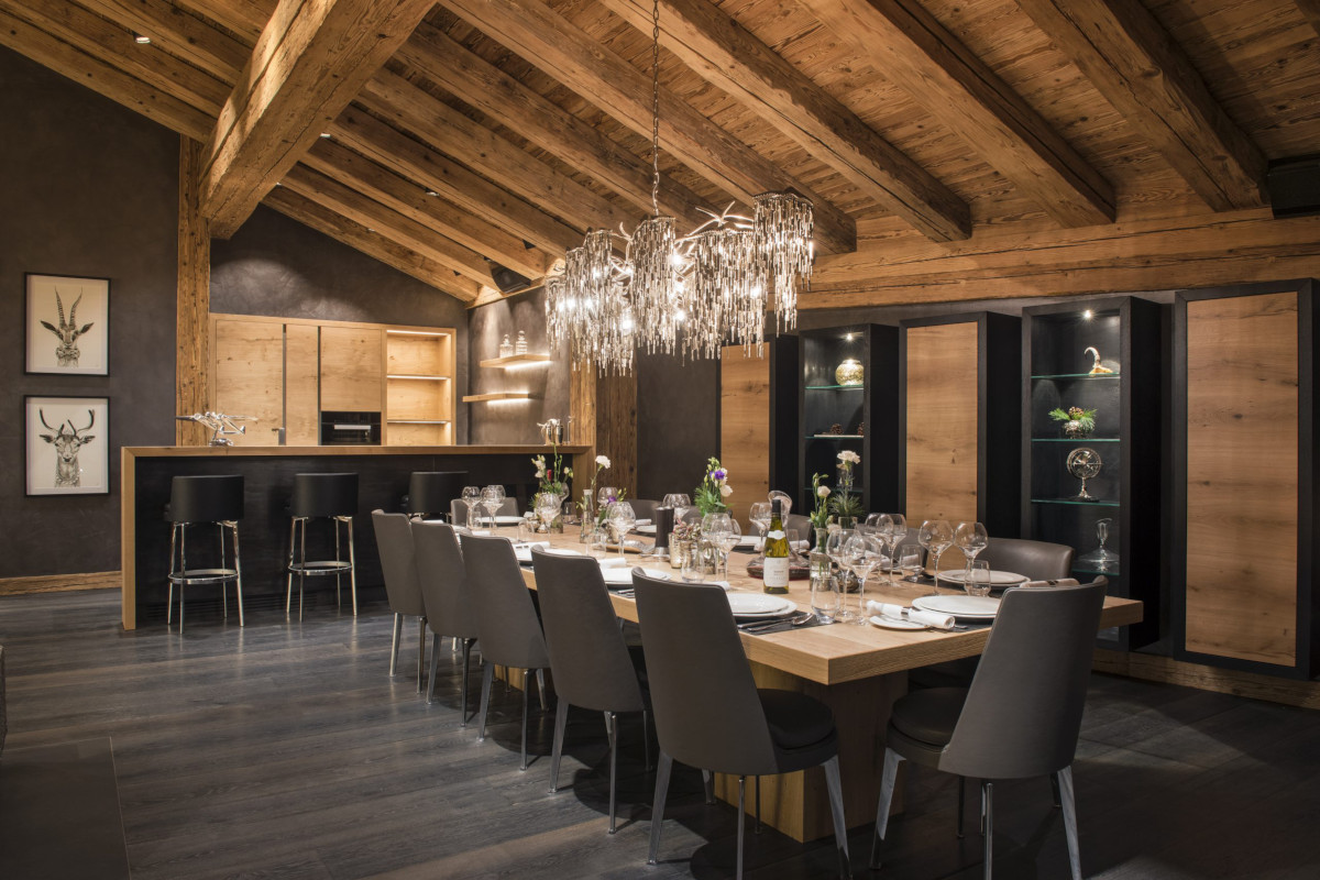 Dining and bar at Chalet Aconcagua in Zermatt