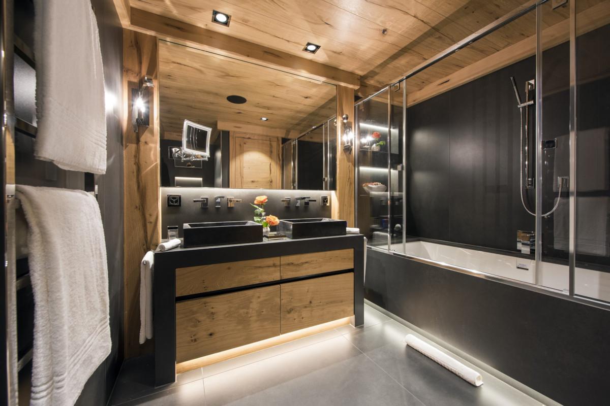 Ensuite bathroom with bath tub