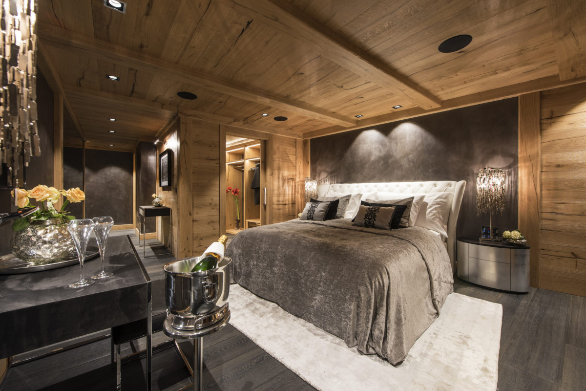 Master suite with dressing room at Chalet Aconcagua in Zermatt