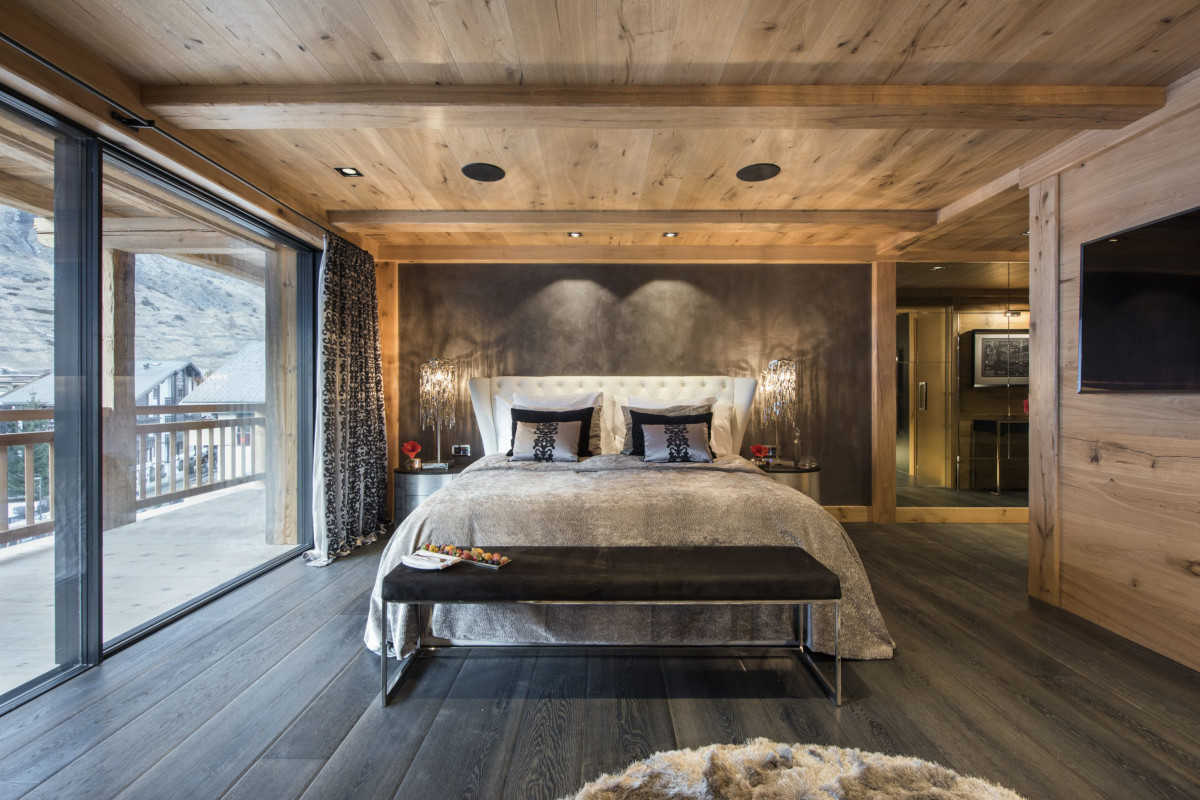Double ensuite master with balcony at chalet Aconcagua in Zermatt