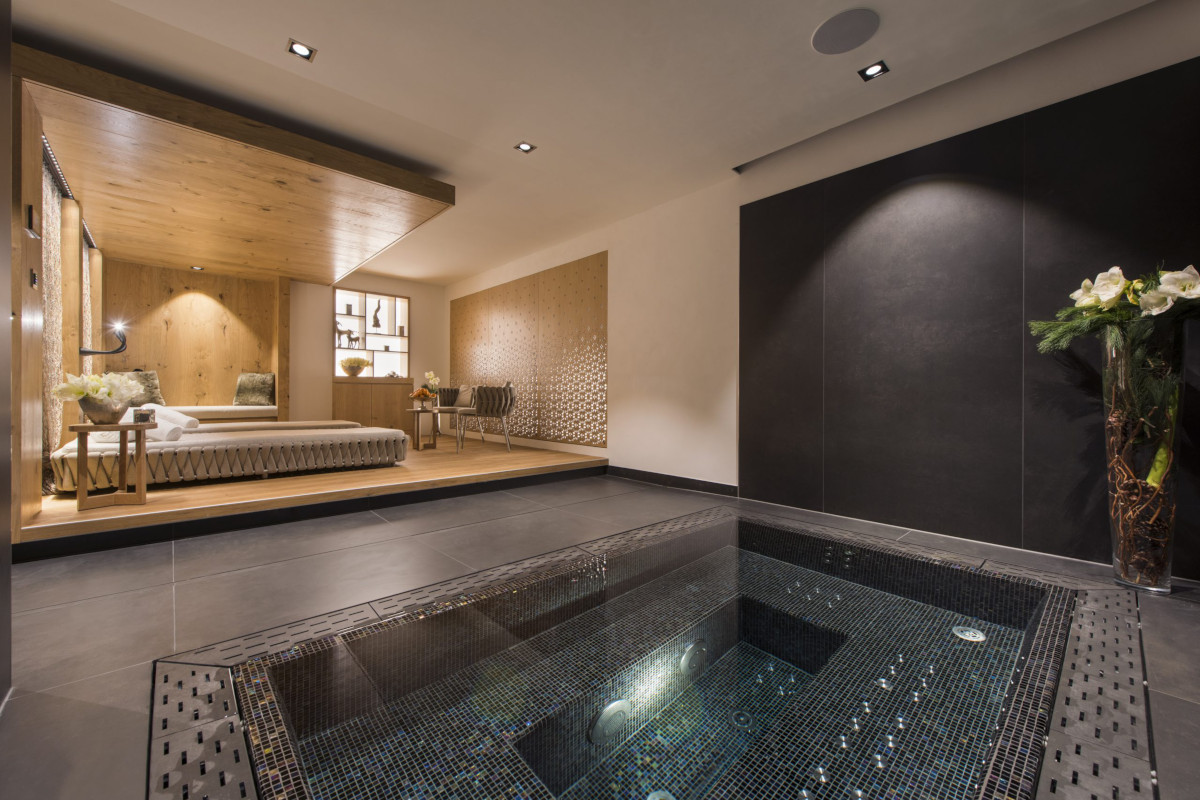 Hot tub and spa at Chalet Aconcagua in Zermatt