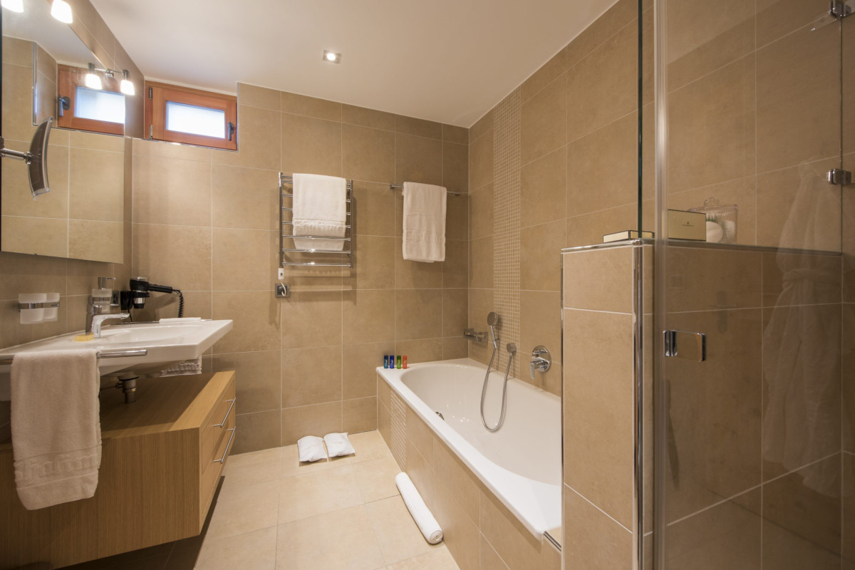 Ensuite bathroom in double bedroom at Apartment Alex