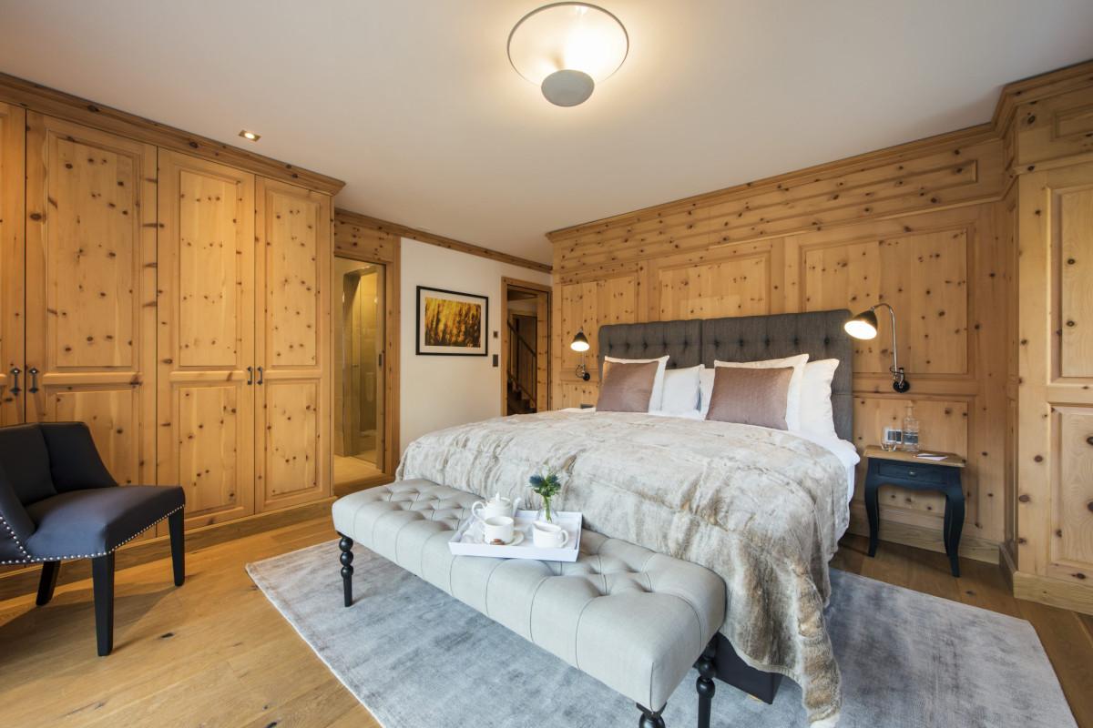 Ensuite double bedroom at Apartment Alex in Zermatt