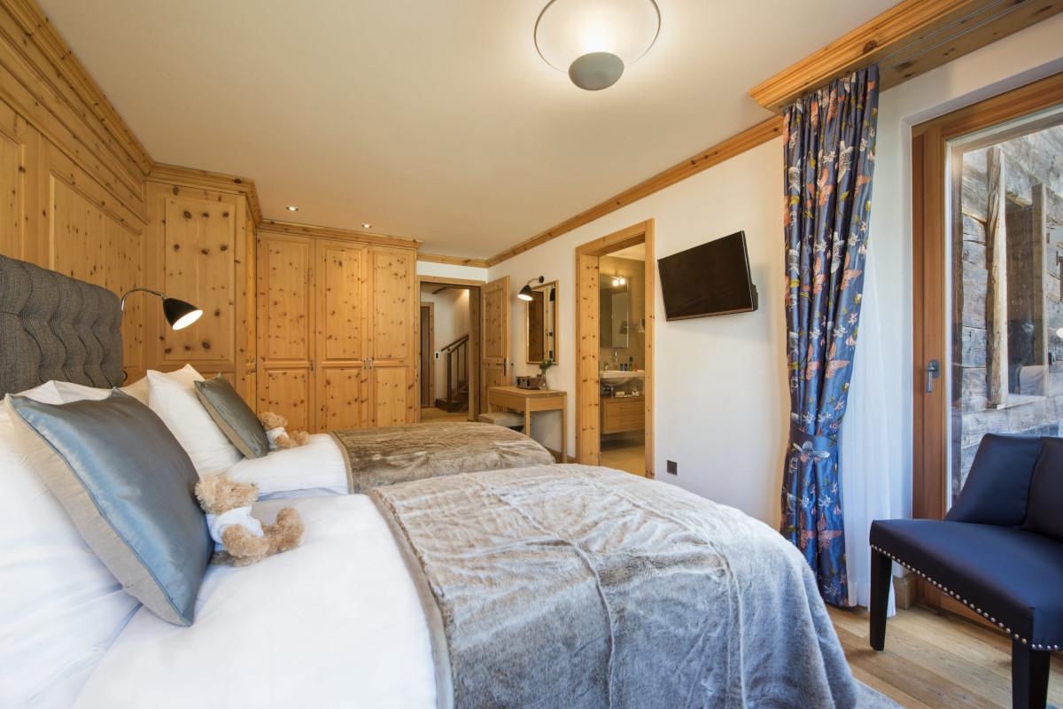 Twin ensuite convertible bedroom at Apartment Alex in Zermatt