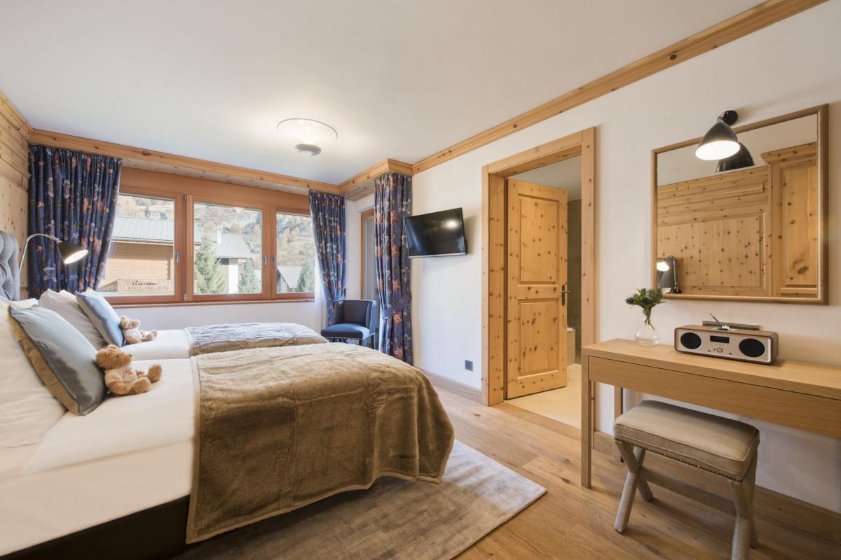 Twin convertible double bedroom at Apartment Alex in Zermatt