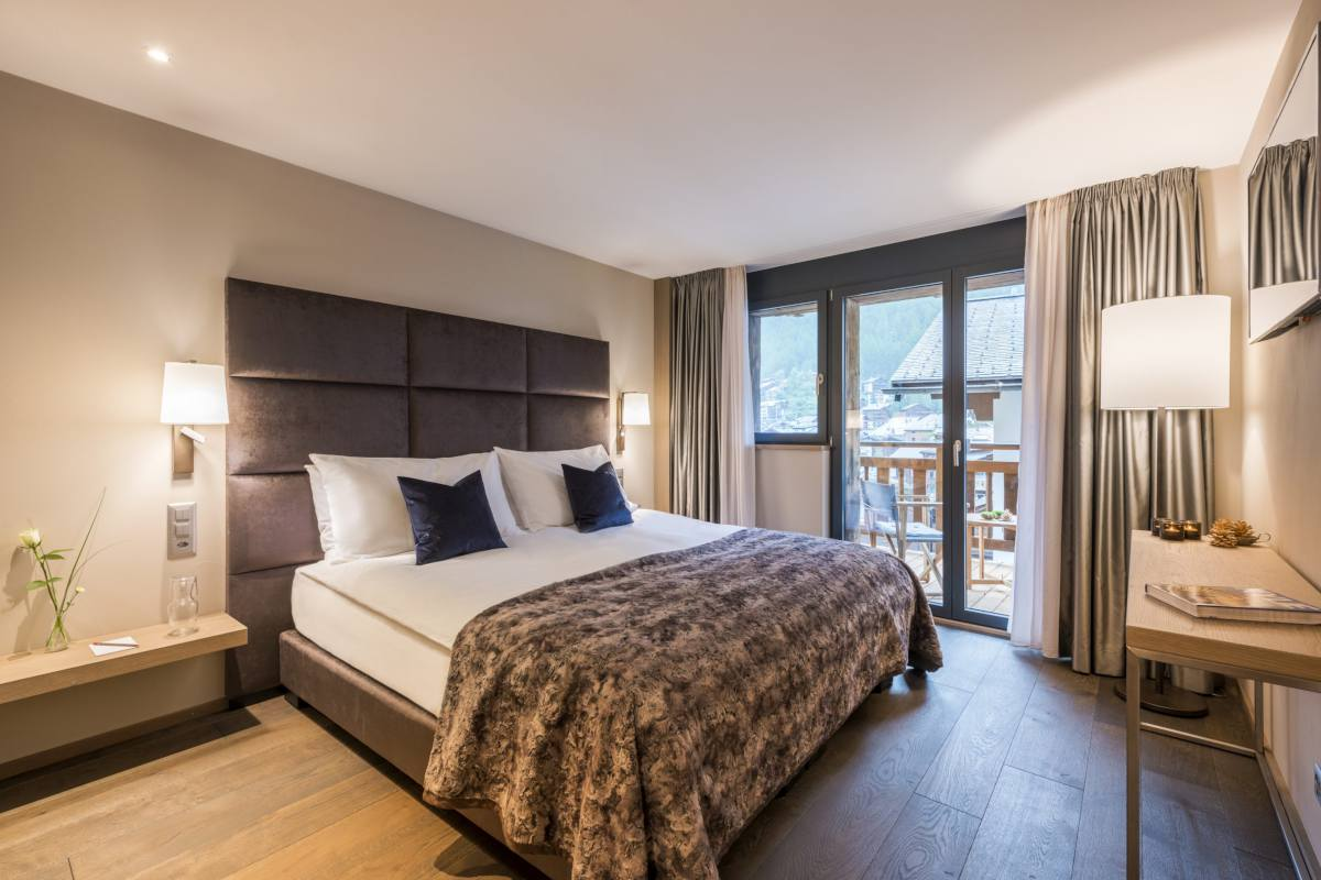 Double/twin bedroom with shared balcony at Christiania Apartment 7 in Zermatt