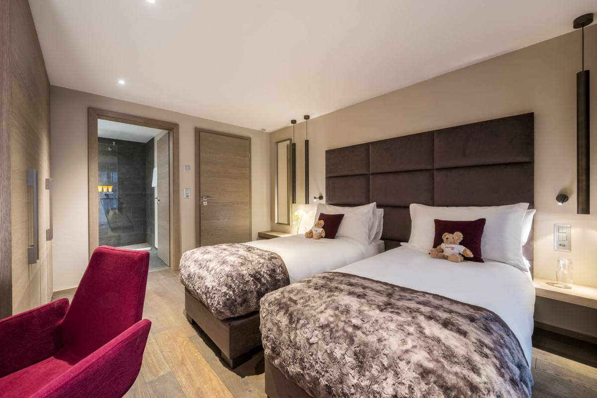 Double/twin bedroom with en suite shower room at Christiania Apartment 7 in Zermatt