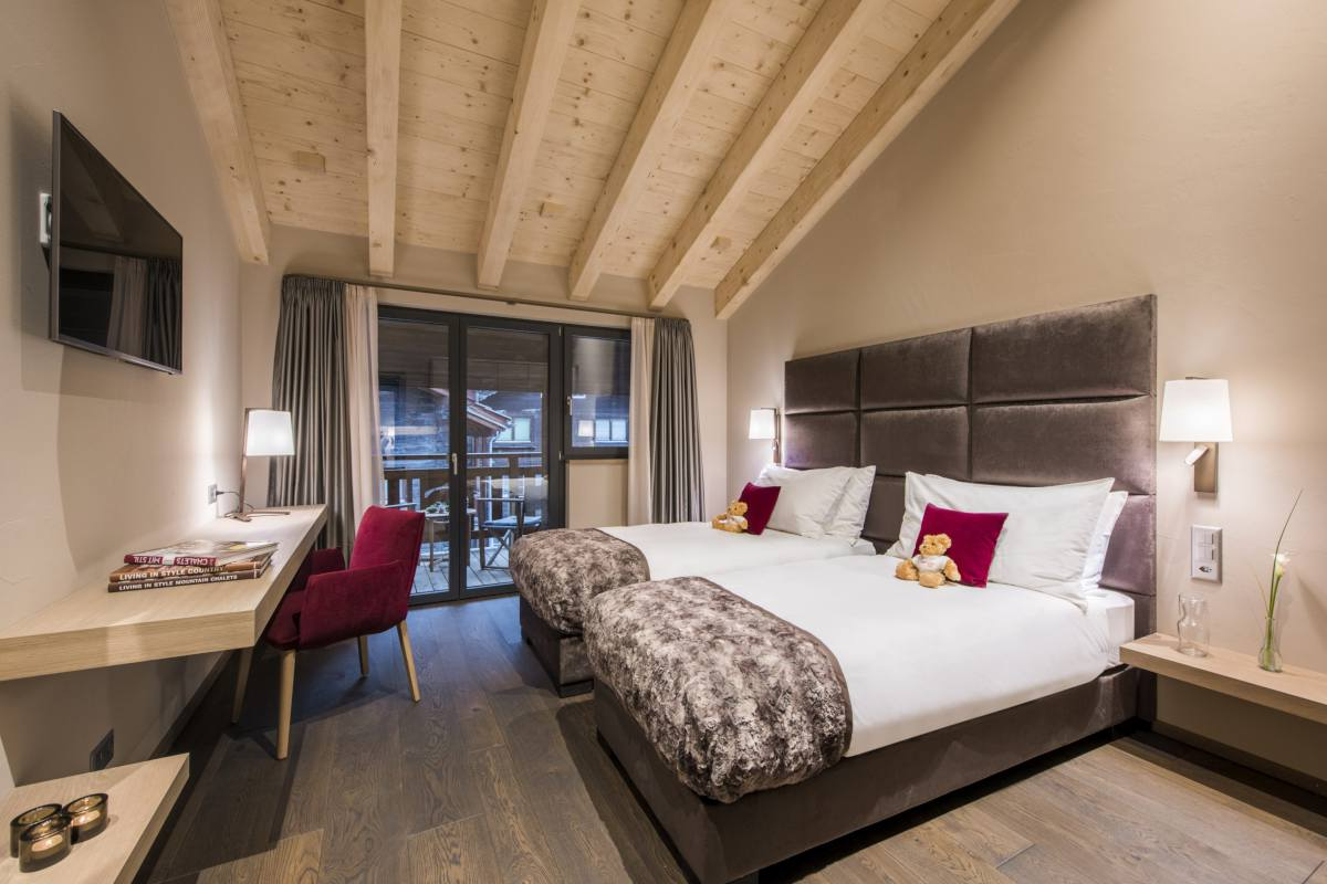Double/twin bedroom with balcony access at Christiania Penthouse in Zermatt