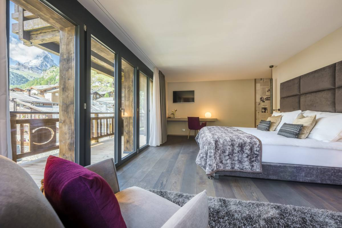 Double/twin bedroom with mountain views at Christiania Penthouse in Zermatt