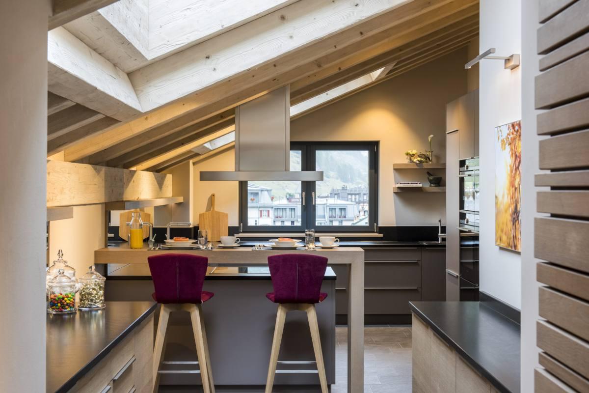 Kitchen with breakfast bar at Christiania Penthouse in Zermatt