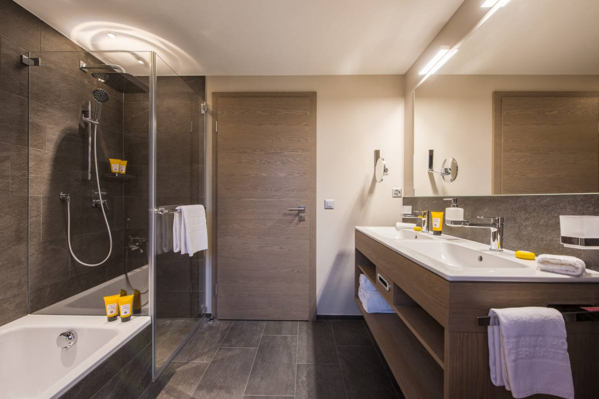 Shared bathroom with separate shower at Christiania Penthouse in Zermatt