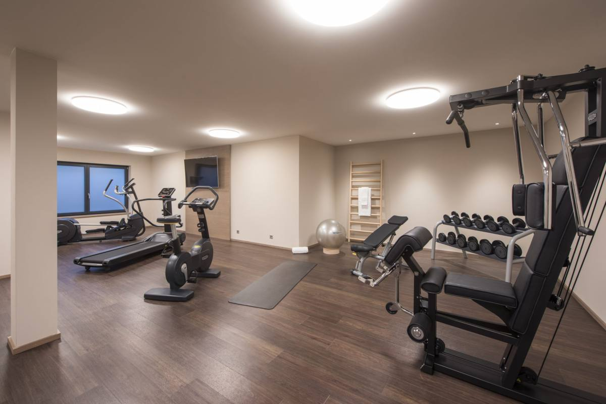 Well-equipped shared gym at Christiania Penthouse in Zermatt