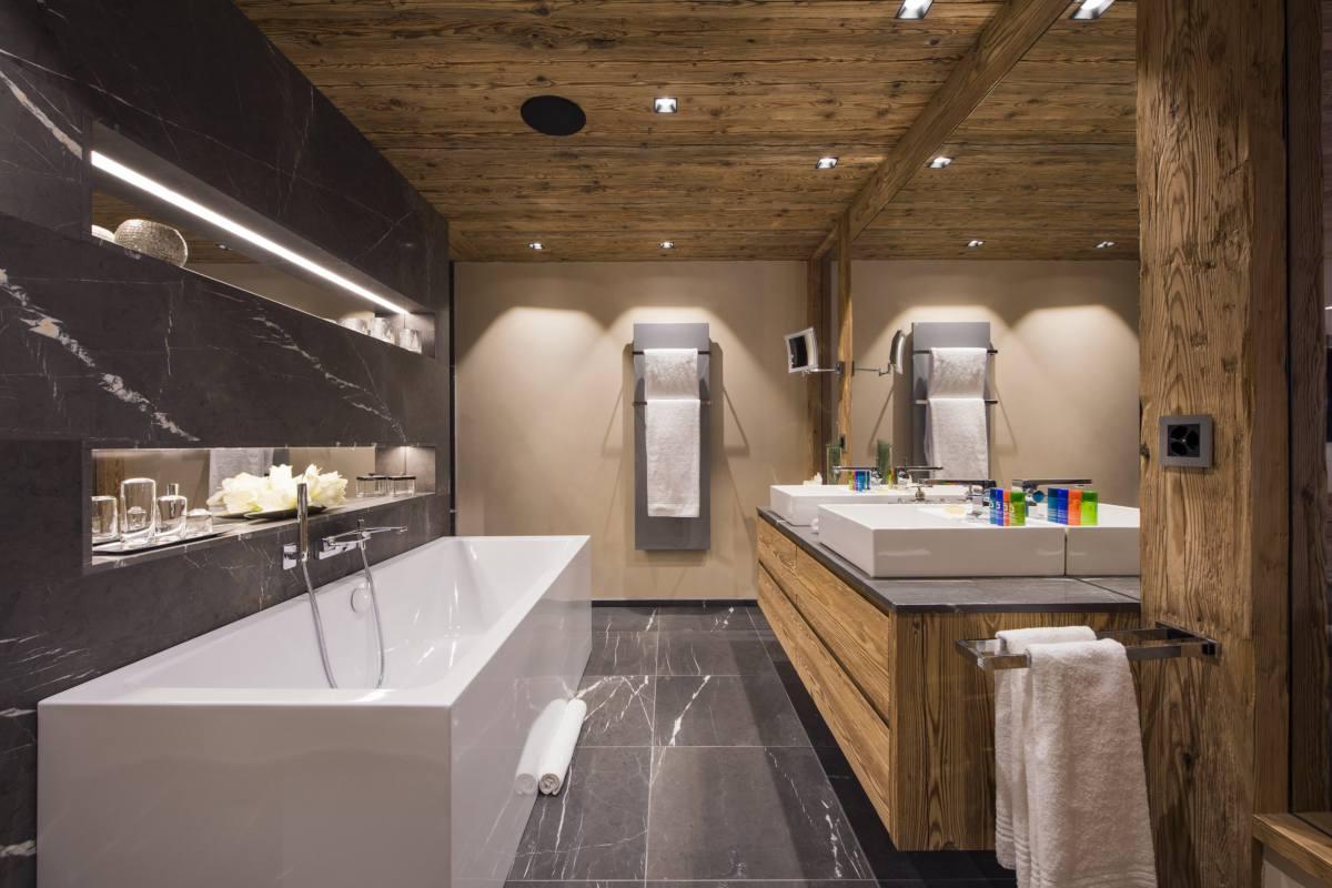 Master bathroom at Chalet Elbrus in Zermatt