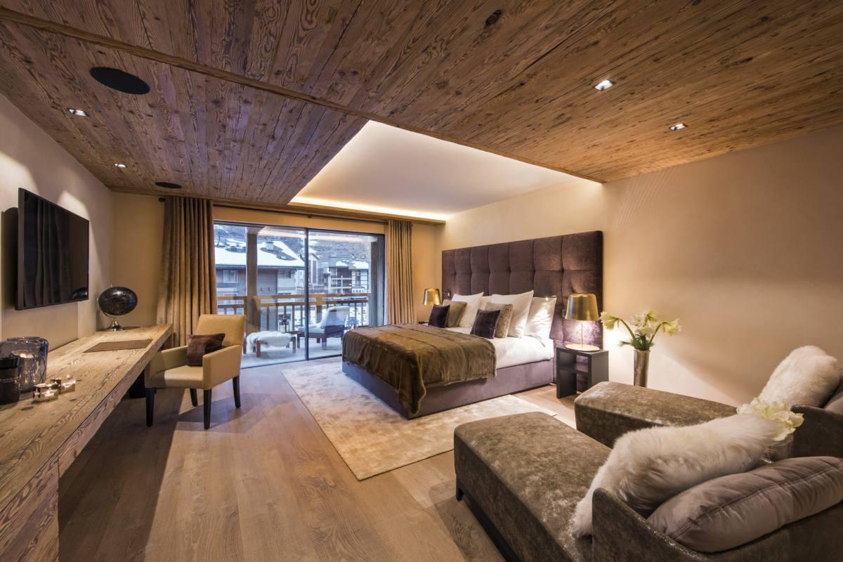 Second floor master bedroom with balcony at Chalet Elbrus in Zermatt