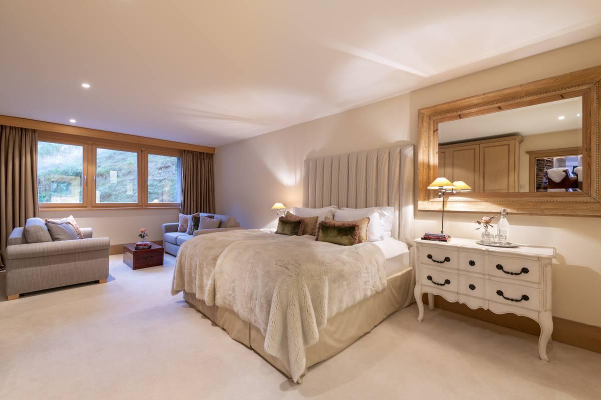 Euphrosyne double/twin bedroom at Chalet Grace in Zermatt
